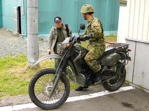 偵察用オートバイ KLX