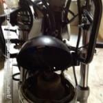 ジェベル200のヘッドライトと、スピードメーターも購入しました。